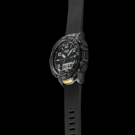 Analog-digital outdoor watch with smartphone link Fall Winter Collection Casio