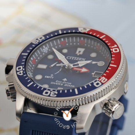 Metal diving watch with helium valve with strap extender Fall Winter Collection Citizen