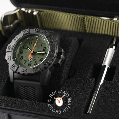 Black carbon outdoor watch with extra nato-strap Spring Summer Collection Luminox