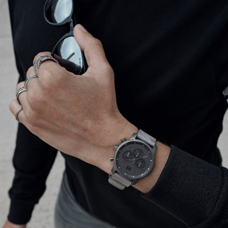 Grey Chronograph for Gents with Extra Bracelet Fall Winter Collection MVMT